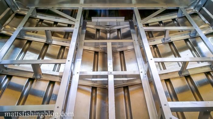 rod locker with main floor